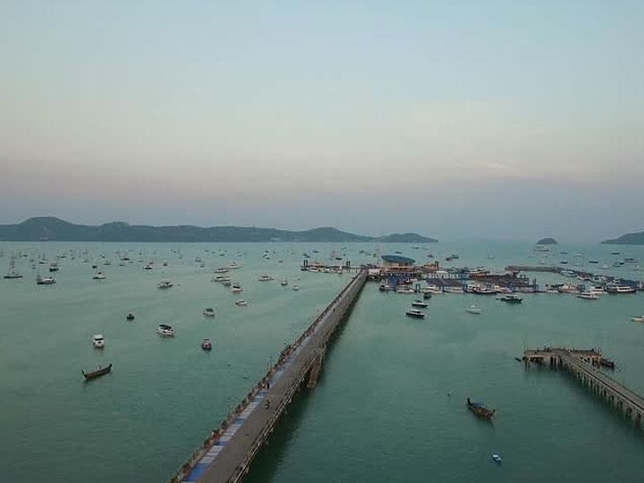 Sunsuri Phuket Бухта Чалонг, Пирс